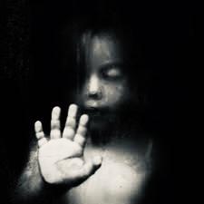 Adolescenti e dark web: bambini mutilati e torturati a morte in diretta